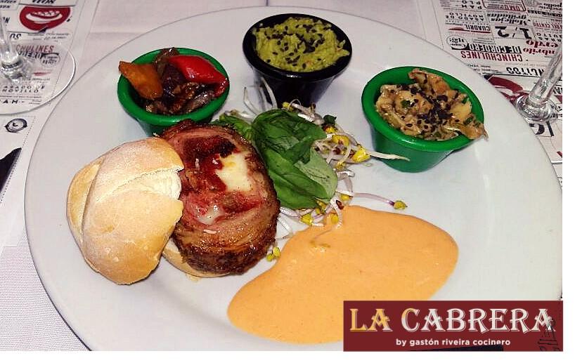 """Pamplona de pollo La Cabrera - Tour gastronómico """"Muzza por el mundo""""."""