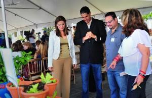 la Primera Dama, Wilma Pastrana, durante la presentación de la campaña 'Yo te quiero saludable', con el propósito de concienciar sobre la importancia de la alimentación saludable y la prevención de la obesidad pediátrica. Le acompañan la Lcda, Dana Miró, presidenta de la Academia de Nutrición Dietética de Puerto Rico y la Dra. Ada M. Laureano, presidenta de la Alianza para la Prevención de la Obesidad Pediátrica.