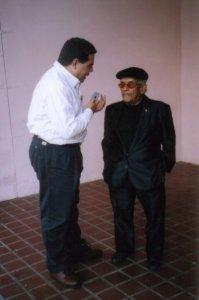 El periodista Julio Víctor Ramirez,hijo, entrevistando hace ya algunos años a Shorty Castro.