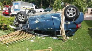 Así quedó el vehículo que se estrelló contra la verja de una residencia en el barrio Mamey de Aguada (Suministrada por Rescate Cortés y Jerry Rodríguez).