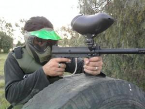 """Rifle """"gotcha"""", que dispara bolas de pintura (Internet)."""