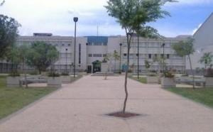 Fachada de la Escuela Superior Vocacional Pedro Perea Fajardo de Mayaguez.