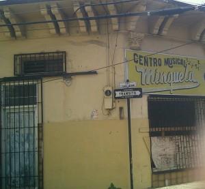 Lo que queda de lo que fue el Centro Musical y las Mueblerías Minguela, en la calle Pablo Casals, esquina Ramos Antonini. Desde este lugar se originaban los famosos programas dominicales que producía Don Secundino Minguela (QEPD).