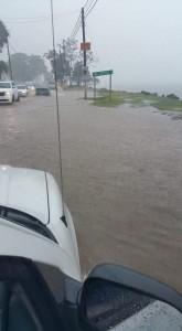 Inundaciones en la carretera PR-102 de Mayagüez a Joyudas en Cabo Rojo (Foto Luis Vélez).