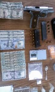 Parte de lo confiscado por agentes antidrogas de Cabo Rojo (Suministrada Policía).