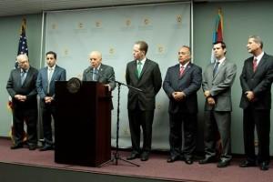 De izquierda a derecha, Dr. Rafael Fernández Feliberty, Dr. Joel Toro, Secretario de Justicia, Secretario de Estado David Bernier, Jefe de los Fiscales José Capó, fiscal Martín Ramos Junquera y fiscal Sergio Rubio Paredes.