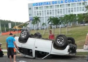 Como quedó la guagua, luego de que su conductor perdiera el control del volante. Haga click para agrandar la imagen (Foto LA CALLE Digital).