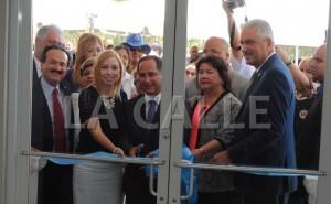 """De izquierda a derecha, el alcalde de Mayagüez, José Guillermo Rodríguez; (semi oculta) la alcaldesa de Ponce, María """"Mayita"""" Melendez; la Primera Dama de Guánica, el alcalde Santos Seda Nazario, la representante Lydia Méndez y el senador Thomas Rivera Schatz (Suministrada)."""