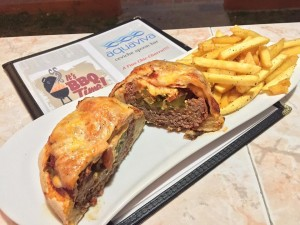 """El """"Wellington"""", una creación culinaria que tiene de hamburguesa y tiene de pizza."""