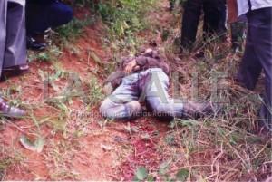 El cadáver de Toño Bicicleta, tras ser abatido de un disparo (Foto y copyright Julio Víctor Ramírez Torres).