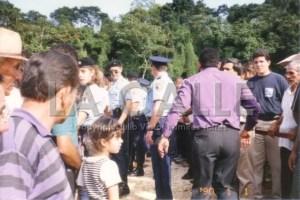 El entierro de Toño Bicicleta estuvo fuertemente vigilado por la Policía (Foto y copyright Julio Víctor Ramírez Torres).