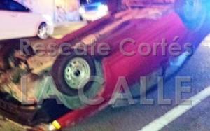 """Otro de los automóviles involucrados en el accidente """"leve"""" (Foto Rescate Cortés)."""