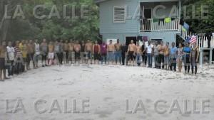 """Grupo de cubanos que llegó clandestinamente a la isla de Mona, al oeste de Puerto Rico. Haga """"click"""" sobre la foto para ampliarla (Suministrada CBP)."""