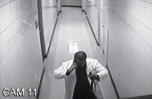 El sujeto fue arrestado el miércoles en la noche (Vídeo cámara de seguridad).