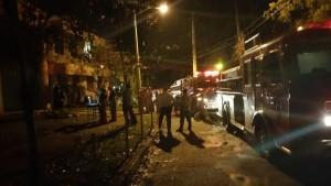 Escena del fuego en terrenos del RUM en Mayagüez (Suministrada Bomberos).