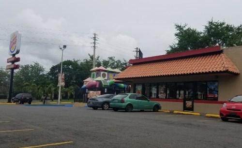 El Burger King de la carretera 101, hacia Boquerón, fue asaltado el sábado en la noche (Internet).