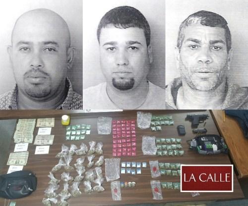 El material confiscado y las fotos de las fichas de Abimael Soto Creitoff, Nelson Martínez Mora y Carmito Jorge Dómenech (Suministradas/Policía).