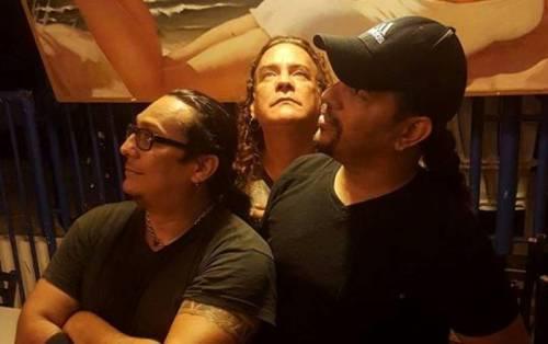 Bartolo (al centro), juntos a Los Nightbreakers, Ricky Díaz (batería, a la izquierda) y Danny Rosa (guitarra).