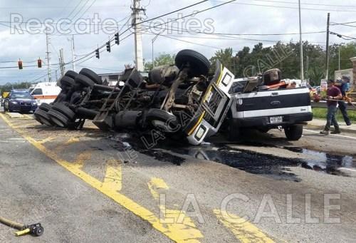 Escena del accidente ocurrido en la intersección de la PR-2 y la 402 en Añasco (Foto/Rescate Cortés).