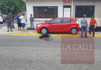Escena del crimen frente a la emisora WBQN de Manatí (Suministrada).