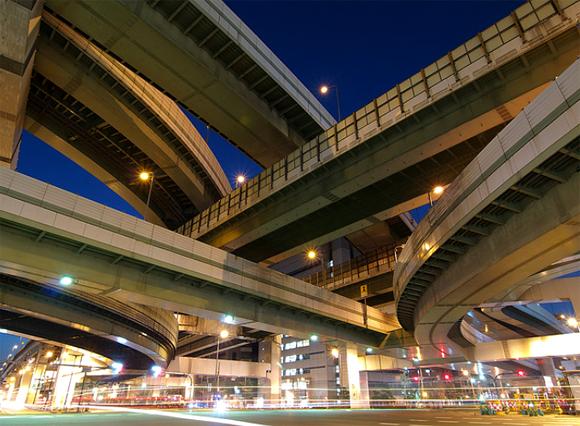 Autobahnkreuz in Osaka (zu: Jacques Lacan: Lituraterre - Signifikant vs. Buchstabe)