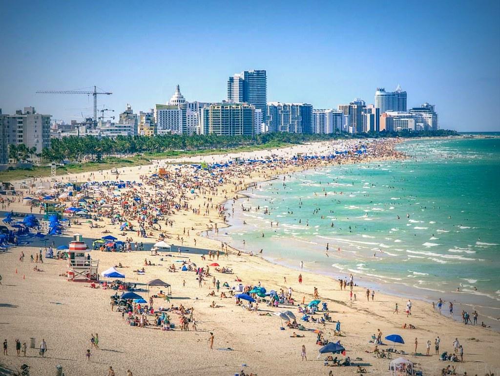 El alcalde de Miami Beach exige el uso obligatorio de mascarillas