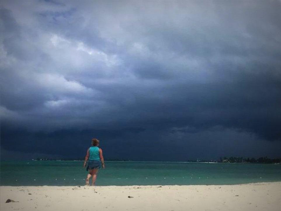 Se forma la depresión tropical 27 al sureste de Bermudas y podría convertirse en tormenta Epsilon