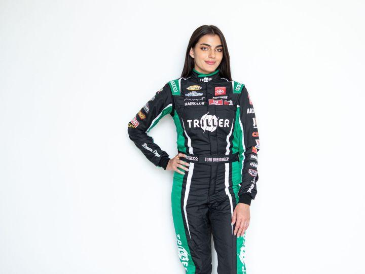 La primera mujer árabe-estadounidense en Nascar se suma a Triller para interactuar con sus fans