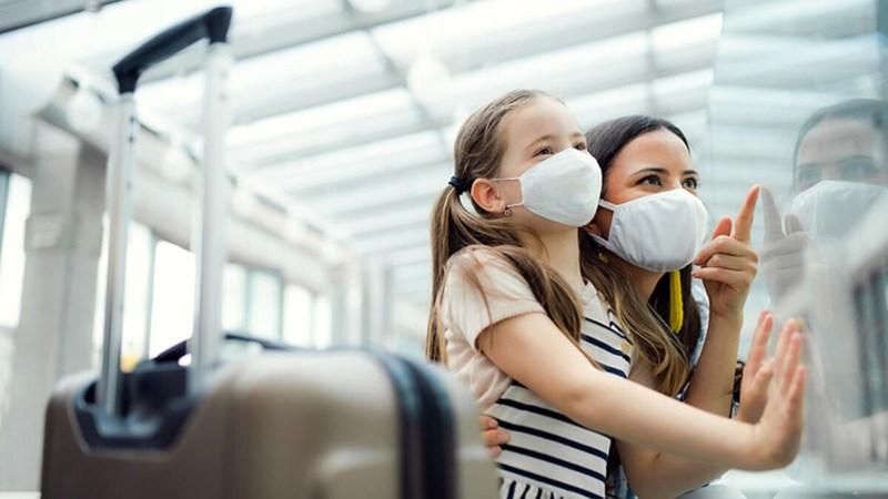 ¿Planea viajar con un niño que no estará acompañado por ambos padres?