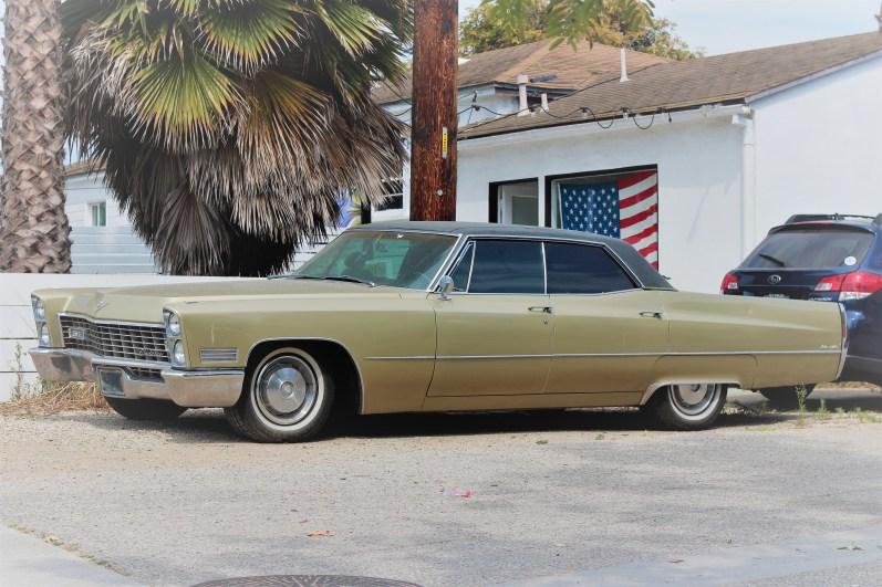 10 - 1967 Cadillac Sedan De Ville (1)