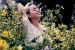 """Katy Perry aprovecha clip """"Daisies"""" para modelar figura materna"""