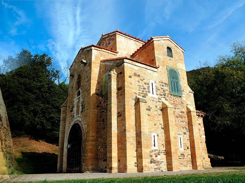 Que ver en Asturias rural - San Miguel de Lillo en el Naranco de Oviedo - La Casa Azul de Las Caldas
