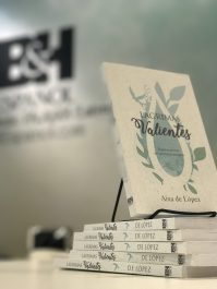 Libro Lágrimas Valientes por Aixa de López - Copy