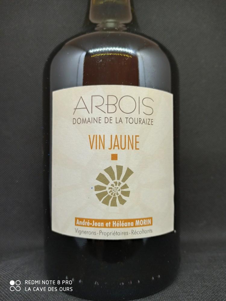 close up vin jaune