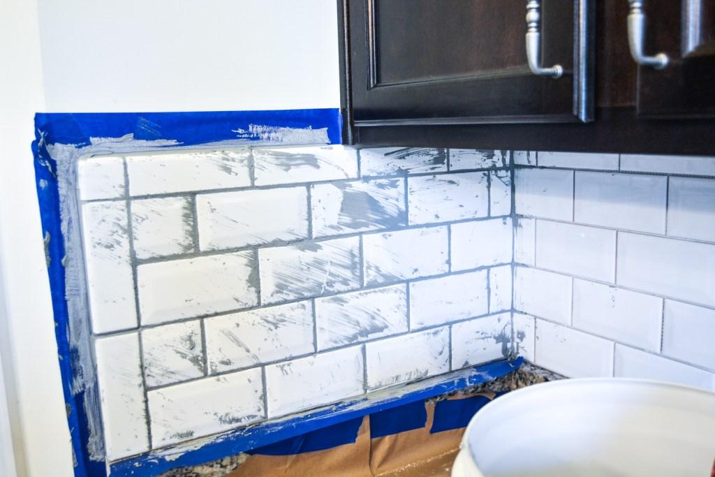 a fresh white kitchen backsplash - Homedecor- @lacegraceblog1