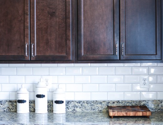 a fresh white kitchen backsplash - Homedecor- @lacegraceblog1