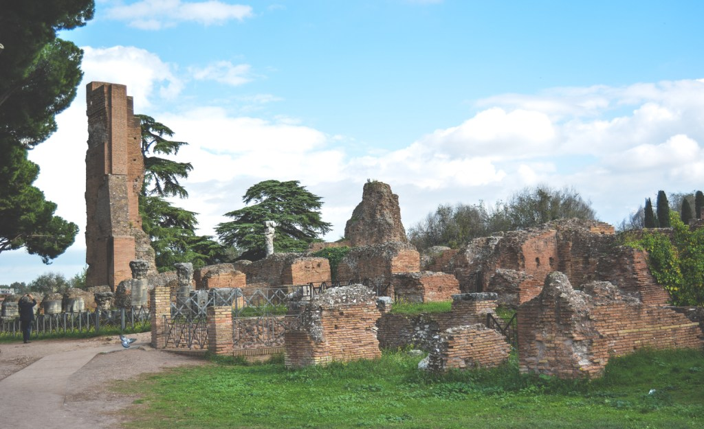 Visiting The Ancient Roman Forum - Italy Travel - @lacegraceblog1
