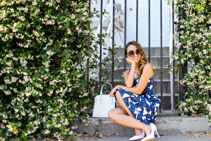 petite fashion blog, lace and locks, los angeles fashion blogger, spring fashion, banana republic dress, blue floral dress, white pumps