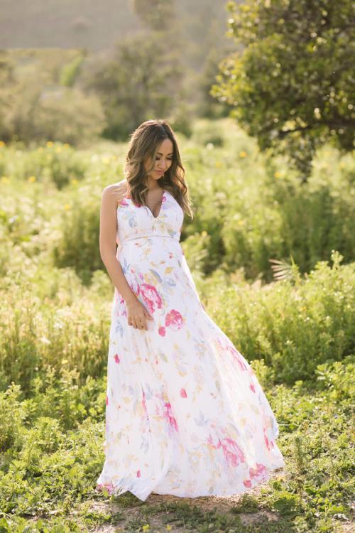 maternity fashion, dressing the bump, lace and locks, floral maxi dress, petite fashion blogger