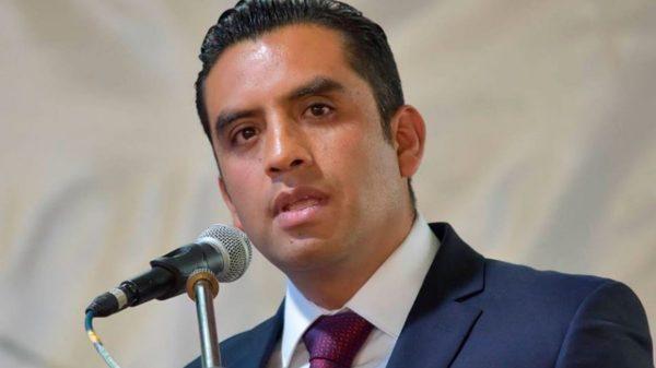 Retiran la candidatura a la reelección del alcalde de Tetela del Volcán por violencia política de género