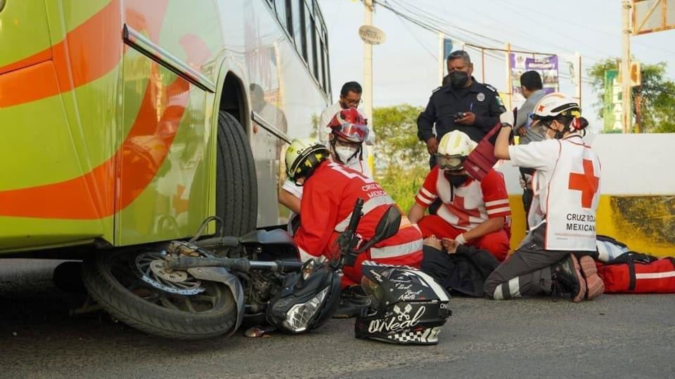 Autobús de la línea Mi Bus arrolla a motociclista en la avenida universidad de Jojutla
