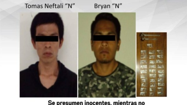 Dos veinteañeros fueron detenidos con mas de 30 bolsas de cristal en Jojutla gracias a la denuncia de los vecinos