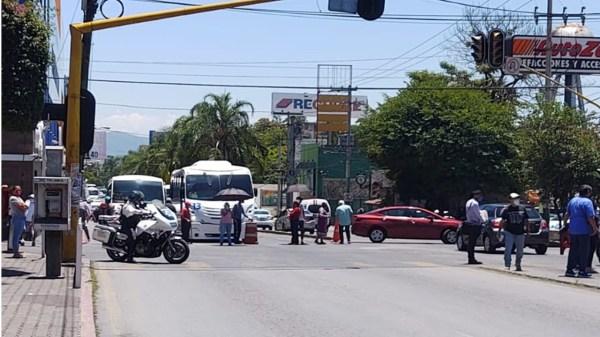Vecinos de la Colonia Teopanzolco Bloquean Av. Plan de Ayala por falta de agua en Cuernavaca