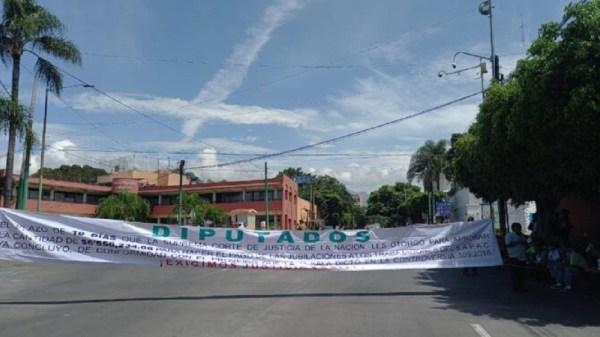 Jubilados del SAPAC protestan por incumplimiento del contrato colectivo