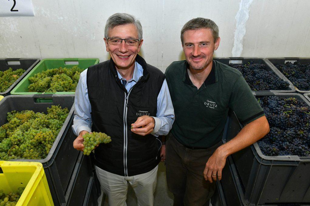 Pas besoin de demander de sourire pour MIchel Davesne et Cédric Georget, directeur adjoint du vignoble Deutz.