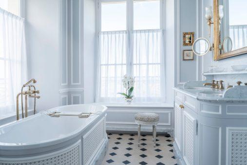 La salle de bain de la suite Dior