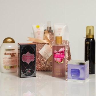 Un packaging de charmes avec shampoings, laits pour le corps, crèmes...