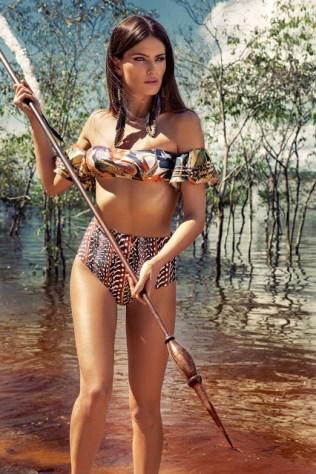 Isabeli Fontana no verão 2017 da Água de Coco