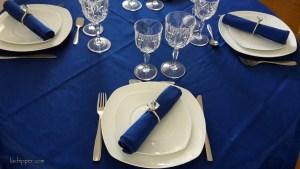 apparecchiare-la-tavola-blu