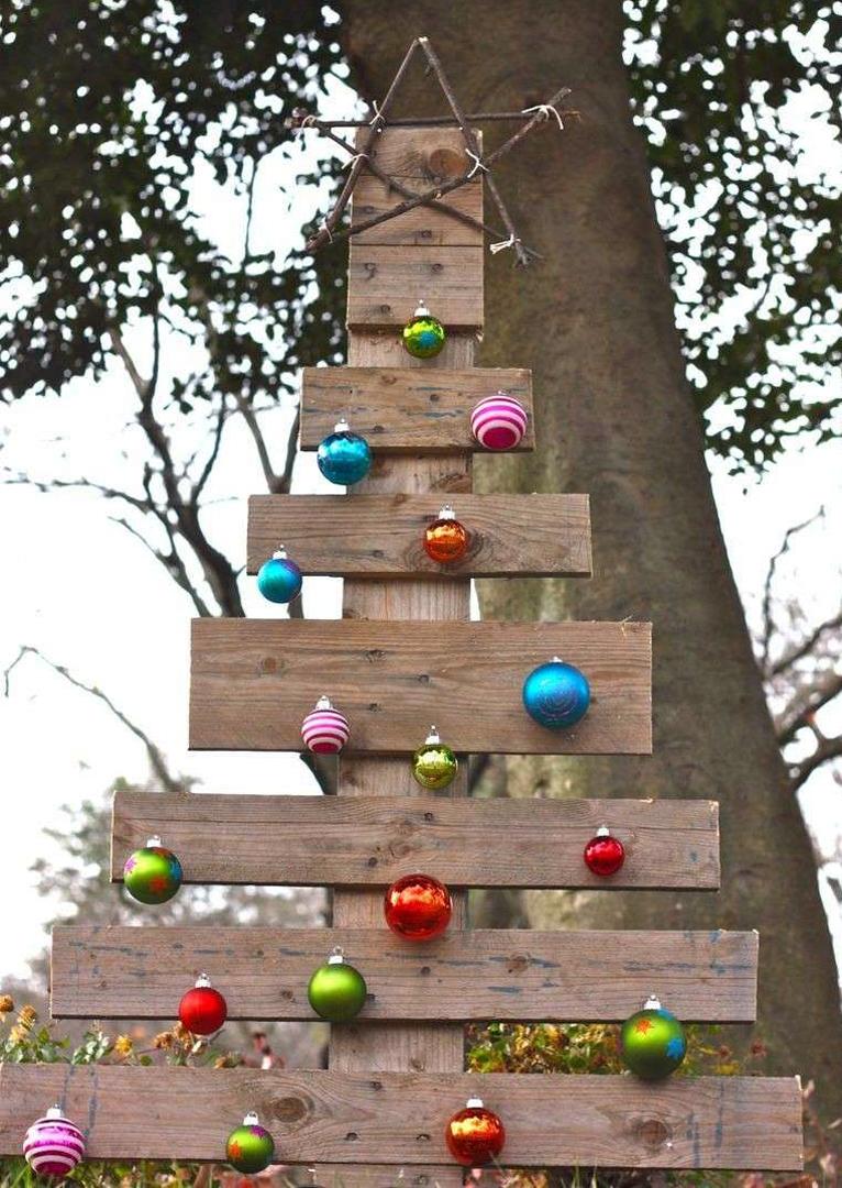 Come fare un albero di natale creativo idee fai da te - Decorazioni natalizie esterne ...